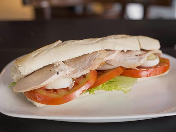 Sándwiche de pollo completo