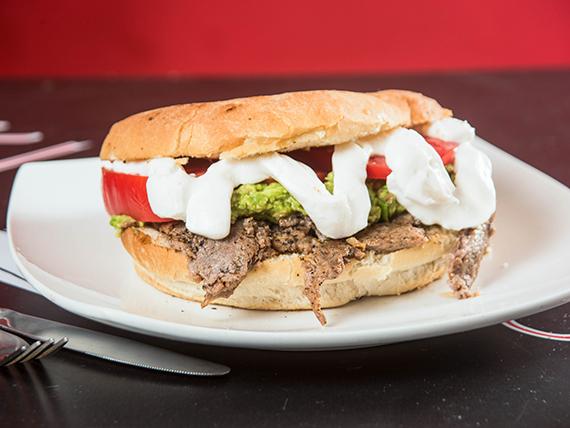 Sándwich de churrasco o pollo italiano