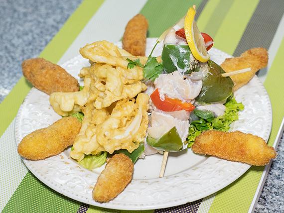 Promo caliente 5 - Porción de rabas + rebositos de langostino (6 unidades) + 3 brochettes chicken