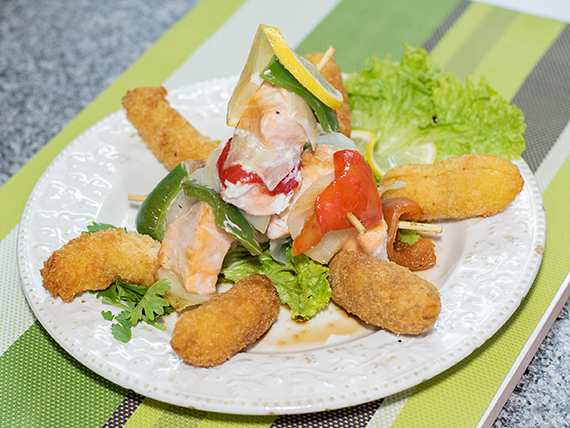 Promo caliente 3 - 3 brochettes de salmón + 6 rebositos de langostino