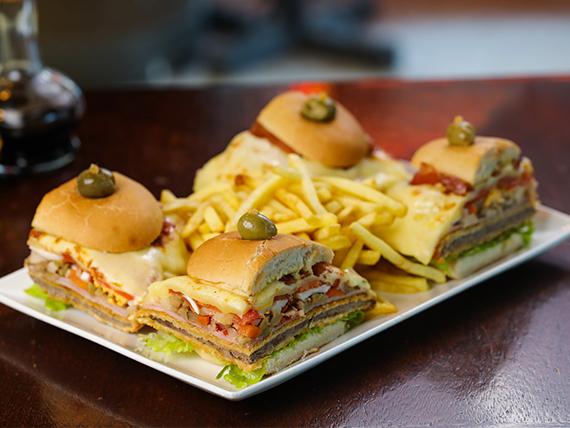 Milanesa especial en dos panes con guarnición de fritas