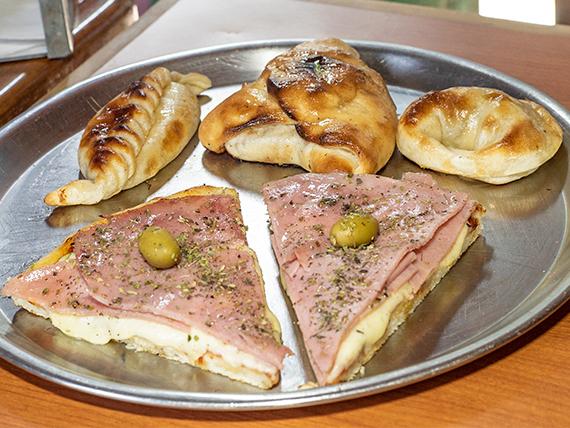 Promo 19 - Pizza con jamón (2 porciones) + 3 empanadas