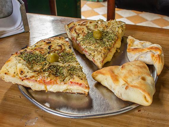 Promo 18 - Pizza súper rellena (2 porciones) + 2 empanadas