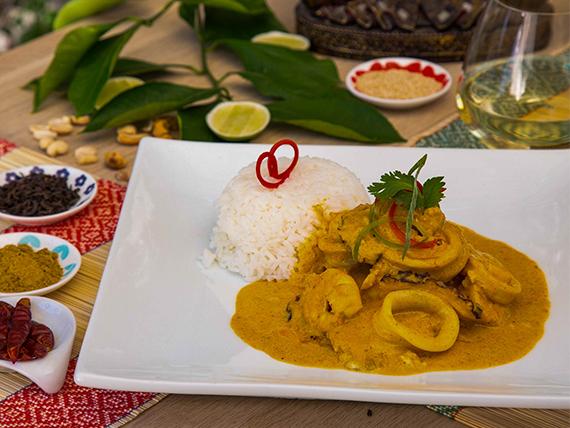 Curry amarillo con pescado y mariscos