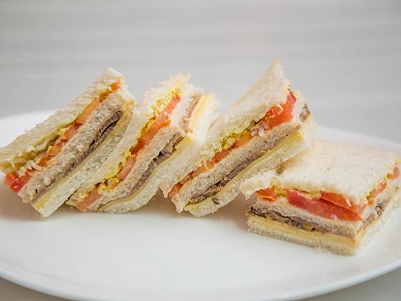 Sándwich triple de matambre