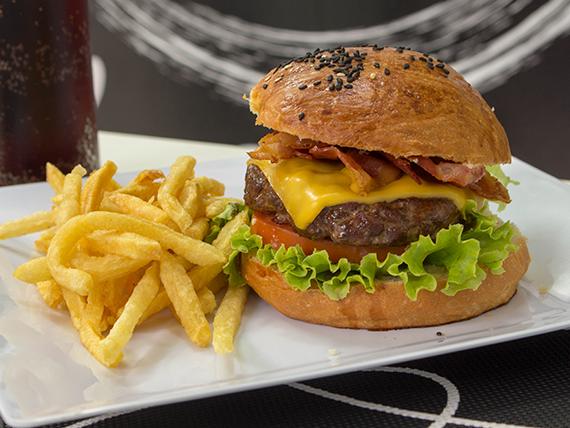 Combo Bacon Burger - bacon burger + porción de papas pequeña + gaseosa 250 cc
