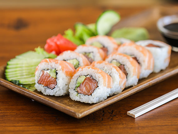 Doble sake roll (10 piezas)