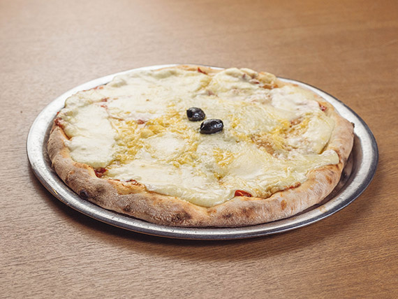 Pizza cuatro quesos (8 porciones)