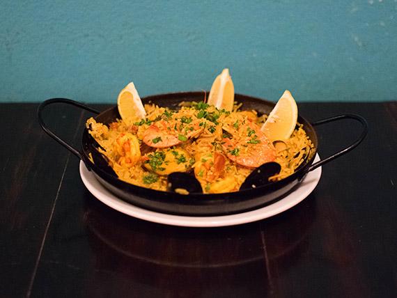 Paella de mariscos (para dos)