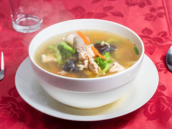 Sopa de tallarines especial