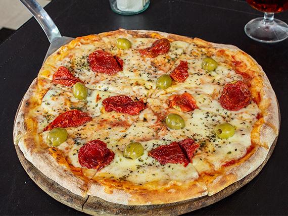 Pizza mozzarella con tomates secos