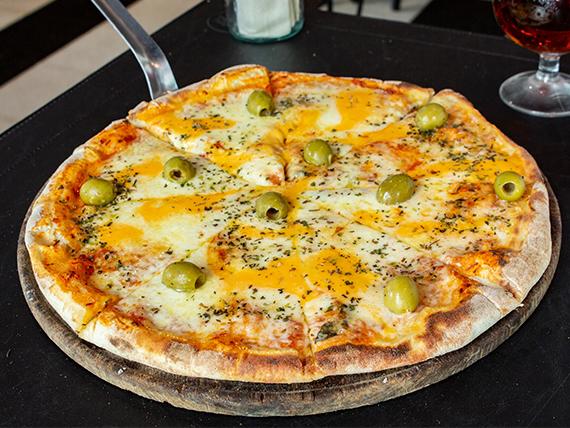 Pizza mozzarella con queso cheddar