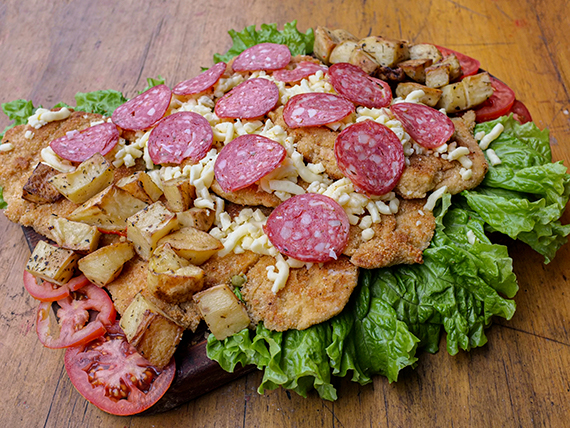 Combo - 3 Supremas muzzarella longaniza y rodajas de tomate + ensalada mixta (4 personas)
