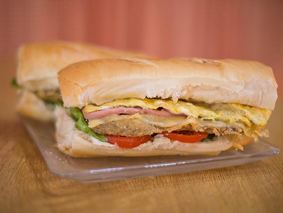 Sándwich gigante de milanesa