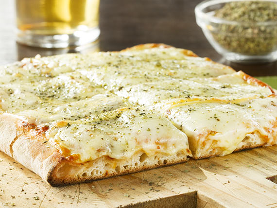 Porción de pizza con muzzarella