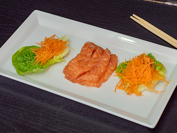 Sashimi de salmón ahumado (5 piezas)