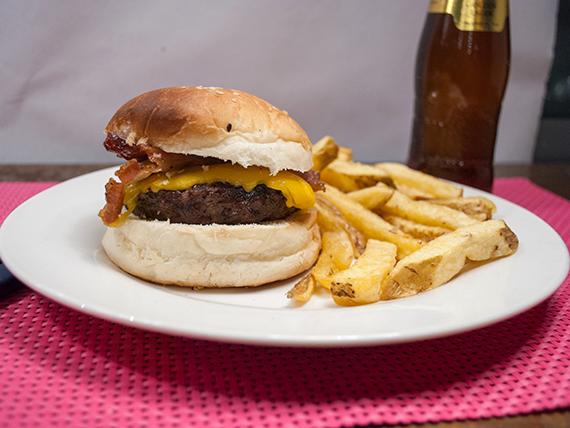 Combo - Hamburguesa de carne cordero 150 g + papas fritas + bebida