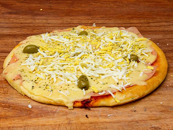 Pizza muzzarella, jamón y huevo