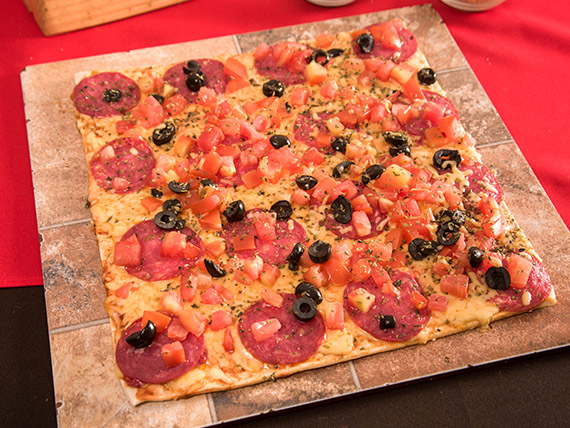 Pizza la salamera mediana