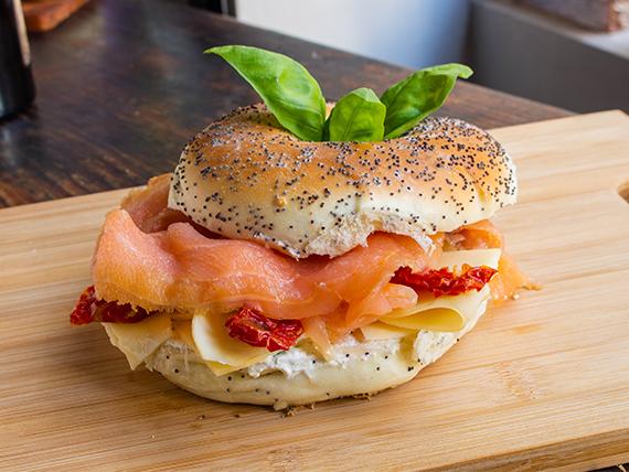 Sándwich de salmón y gruyere