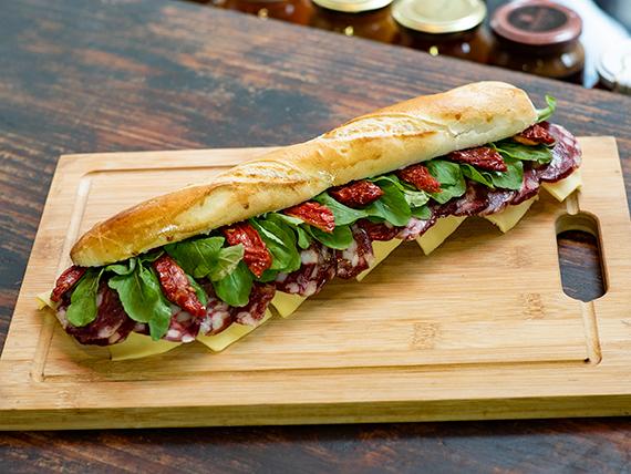 Sándwich de salame de campo