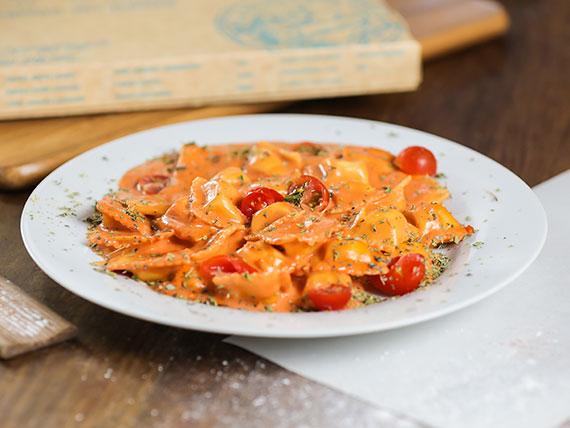 Raviolis de jamón, mozzarella y queso parmesano