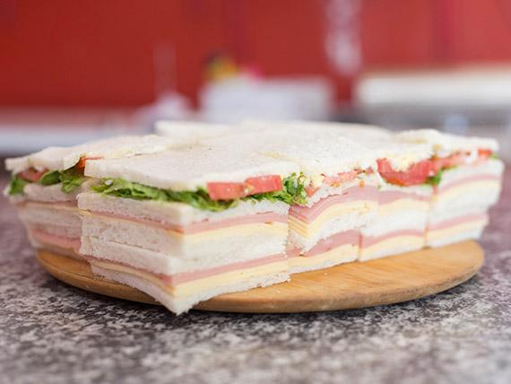 Promo 13 - Sándwiches triples (8 unidades) + sándwiches mixtos (8 unidades)
