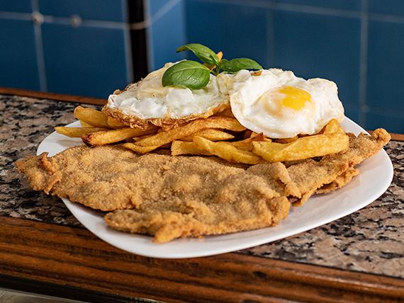Milanesa a caballo 2 huevos fritos con papas fritas