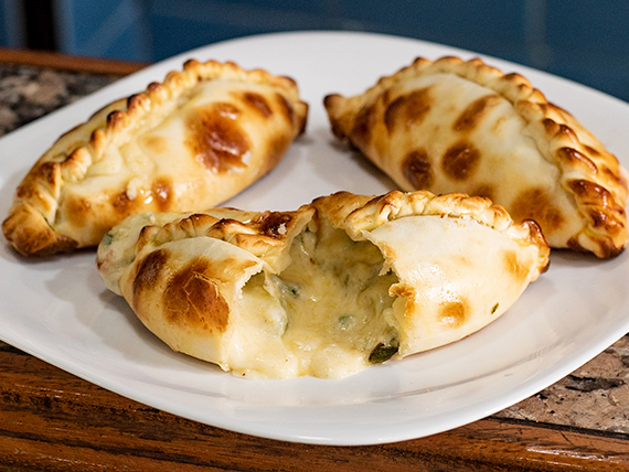 Empanada de verdeo con muzzarella