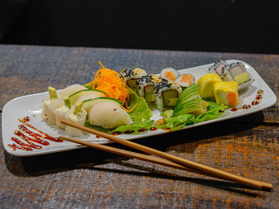 Tabla de sushi clásica (15 piezas)