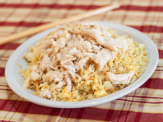 Chau-fan con con pollo al curry