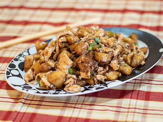 Pechuga de pollo salteada con papas