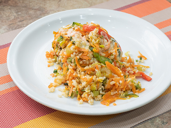 Zapallito relleno de vegetales y semillas con arroz yamaní