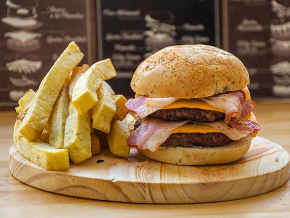 Promo 8 - Hamburguesa doble bacon cheese + papas bastón naturales sin sal