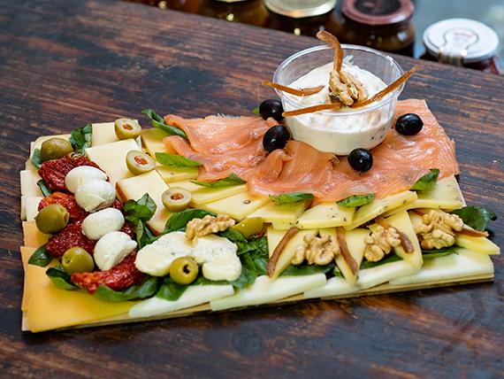 Tabla de salmón y quesos Express  (comen 2 personas)