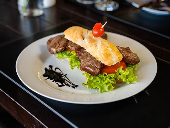 Sándwich de lomo