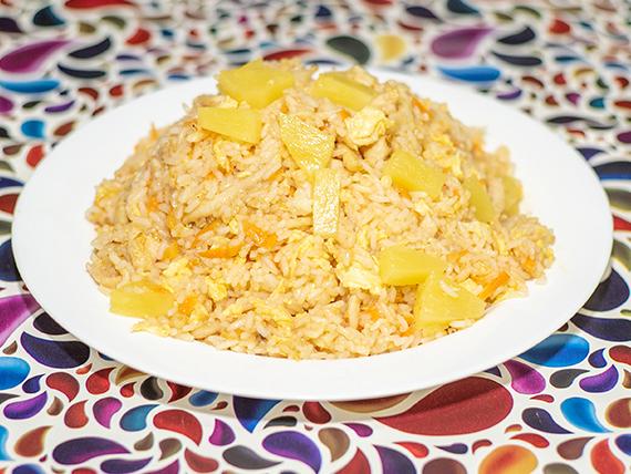 39 - Arroz con pollo y ananá