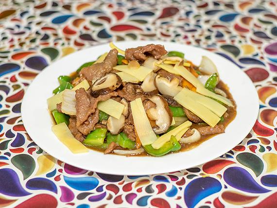 85 - Carne con hongos y bambú
