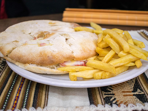 Sándwich Pink Floyd con papas fritas