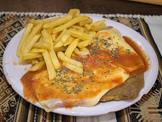 Milanesa a la napolitana con papas fritas