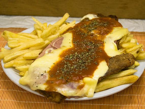 Milanesa napolitana con papas fritas (para dos personas)