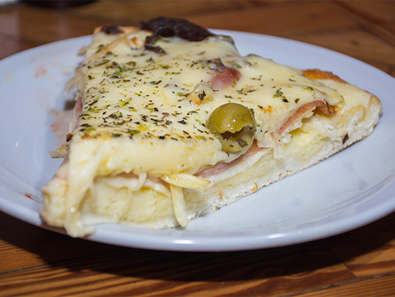Pizza fugazzeta (porción)