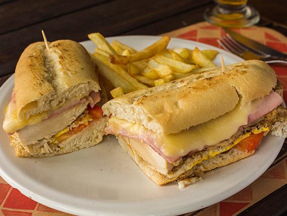 Promo 5  - Pechuguita de pollo con jamón, queso, tomate y huevo  + papas fritas + gaseosa