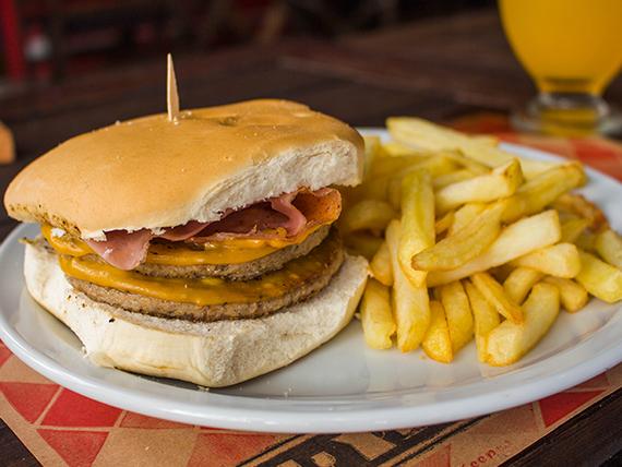 Promo 3 - Doble hamburguesa  cheddar bacon + papas fritas + gaseosa