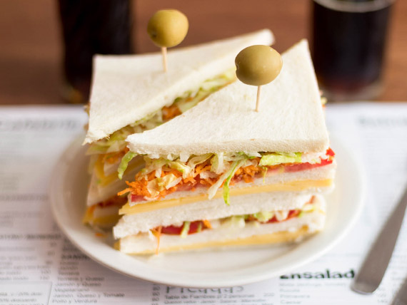 Sándwich frío vegetariano
