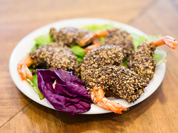 Langostinos tempura con mix de semillas
