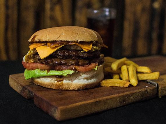 Combo - American Burger+ papas fritas o empanaditas de queso + bebida 350 ml