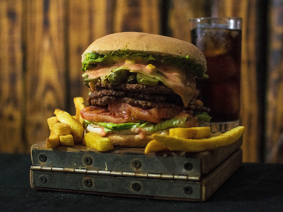 Combo - Hamburguesa The Bass + papas fritas  + bebida 350 ml
