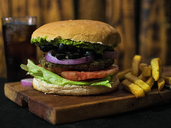Combo - Hamburguesa vegetariana + papas fritas + bebida 350 ml