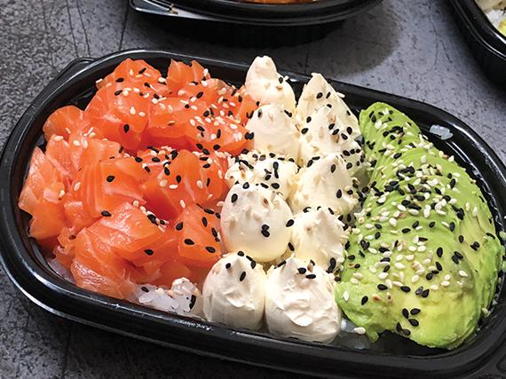 Sushi salad salmón